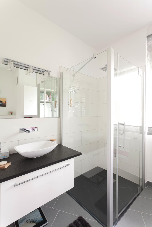 g stebad schwarz wei t ne traumb der eder. Black Bedroom Furniture Sets. Home Design Ideas